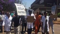Pas assez payés, les fonctionnaires zimbabwéens cessent le travail
