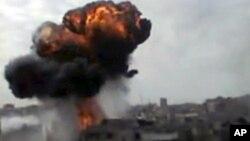 La imagen de un video amateur muestra los bombardeos de Homs.