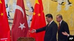 中国国家主席习近平和土耳其总统埃尔多安出席签字仪式