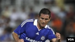 Frank Lampard yang bermain untuk klub Chelsea, mencetak goal tunggal Inggris ke gawang Spanyol (12/11).