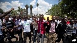 Une marche à la mémoire des victimes du massacre de Garissa (AP Photo/Ben Curtis)
