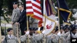 Ahora las investigaciones sobre el escándalo del General retirado David Petraeus se centran en su equipo de trabajo que incluye a oficiales de alto rango.