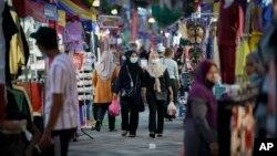 ملائیشیا کے ایک بازار کا منظر ۔ فوٹو اے پی