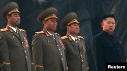 북한 김정은 국방위원회 제1위원장 (맨 오른쪽)