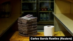 One roll of toilet paper cost 2.6m bolívar
