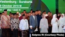 "Presiden Jokowi dalam acara ""Apel Akbar Santri Nusantara"", Sabtu malam (20/10)."