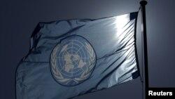پرچم سازمان ملل متحد بر فراز مقر اروپایی آن نهاد بین المللی در شهر ژنو سوئیس