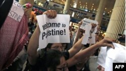 200 aktivistë pro-palestinezë bllokohen në aeroportet evropiane