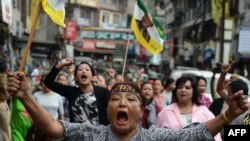 Indian supporters of the Gorkha People's Liberation Front (GJMM) take part in a rally during a strike demanding a new Indian state at Kalimpong town, some 75 km, from Siliguri, Sept. 28, 2016.