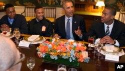 Shugaba Obama tare da matasa