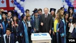 შავი ზღვის უნივერსიტეტის რექტორი და სტუდენტები