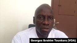 Johnson Kouassi Zamina, secrétaire général de la Coordination nationale des enseignants-chercheurs (CNEC), le syndicat à l'origine de la grève à l'université de Cocody, Côte d'Ivoire, 12 décembre 2017. (VOA/ Georges Ibrahim Tounkara)