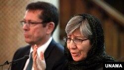 سیما سمر میگوید که در جنگ های داخلی افغانستان گروه های مختلف از حقوق بشر تخطی ورزیده اند