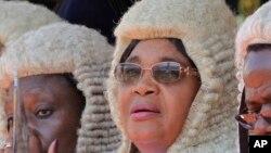 Amai Elizabeth Gwaunza (c)