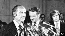 1972년 8월 1일 당시 조지 맥거번 민주당 대통령선거 후보(왼쪽)