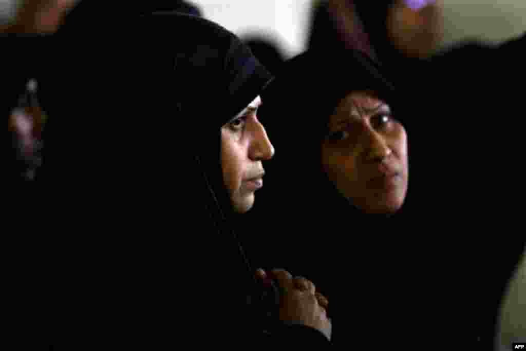Bahraini demonstrators watch as injured protestors arrive at hospital after clashes with riot police. (AP Photo/Hassan Ammar)