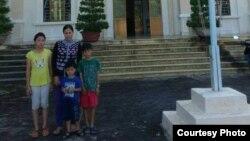 Chị Trần Thị Lụa và các con