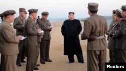 김정은 북한 국무위원장이 국방과학원 시험장을 찾아 새로 개발한 첨단전술무기시험을 지도했다고 북한 관영 '조선중앙통신'이 16일 보도했다.