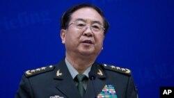 中国人民解放军总参谋长房峰辉4月22日在北京与到访的美军参谋长联席会议主席邓普西联合举行的媒体介绍会上