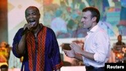 Emmanuel Macron Tare Da Femi Kuti a gidan rawar tunawa da shahararren mawaki Fela Kuti