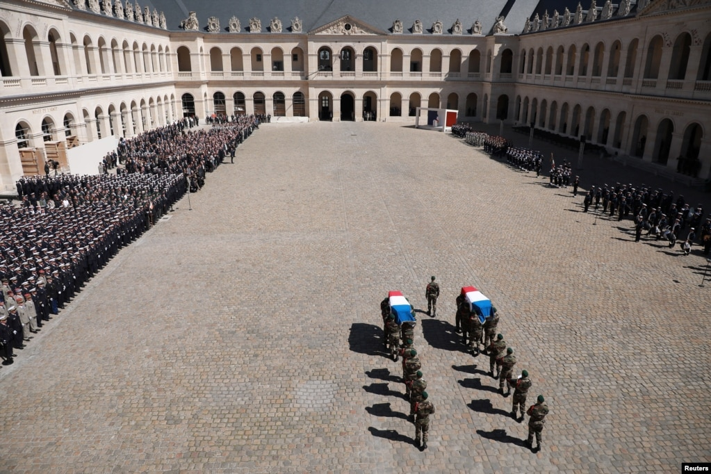 아프리카 무장세력에 납치된 한국인 등 4명의 인질을 구출하다 숨진 프랑스군 특수부대원 3명의 영결식이 파리 도심 앵발리드에서 열렸다.