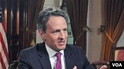 Menteri Keuangan Timothy Geithner akhir-akhir ini kerap tampil di televisi untuk berbicara mengenai plafon utang AS.