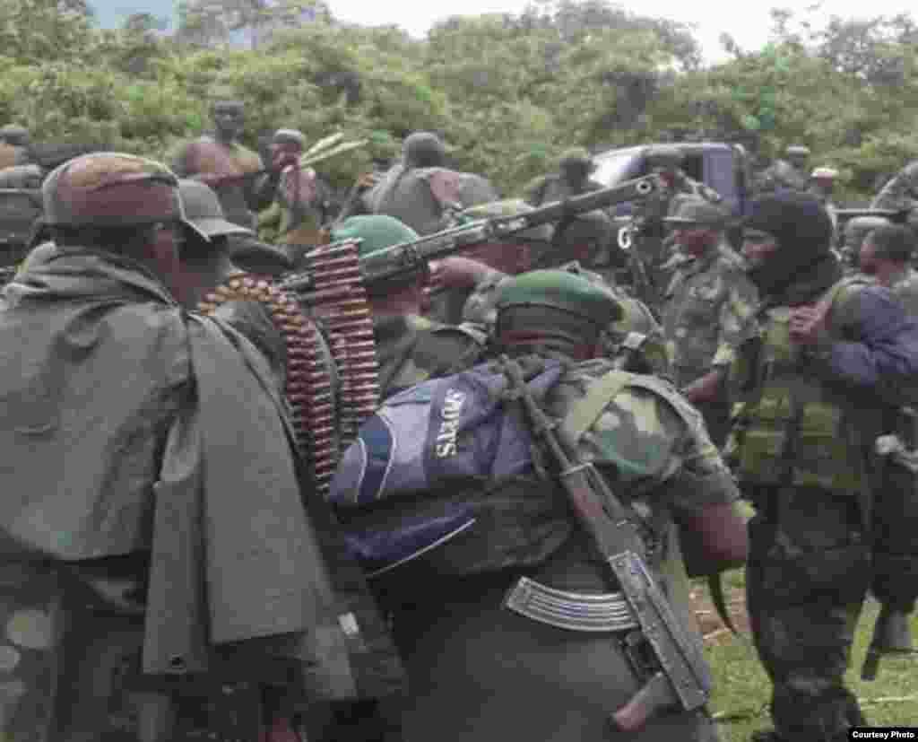 Wanajeshi wa serikali ya Kongo baada ya kushindwa na wapiganaji wa M23.