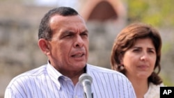 Honduran President Porfirio Lobo (file photo)