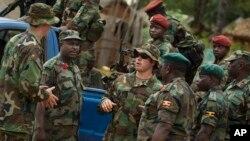 Lực lượng đặc biệt của Quân đội Mỹ cùng binh sĩ Cộng hòa Trung Phi và Uganda truy lùng lãnh chúa Joseph Kony.