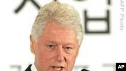 Бил Клинтон отпуштен од болница по срцева интервенција