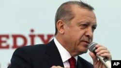 رجب طیب اردوغان به دنبال تغییر قانون اساسی ترکیه است و به دنبال آن است که اختیار رئیس جمهوری را افزایش دهد.