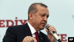Le président Recep Turquie Tayyip Erdogan s'adresse à ses partisans lors d'une cérémonie d'ouverture à Istanbul, le vendredi 6 mai 2016. (Basin Bulbul, Presidential Press Service, Pool via AP)
