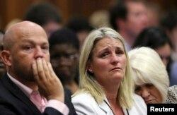 遇害者斯蒂坎普的家人听到判决后