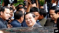 Cambodian Prime Minister Hun Sen, center, enters a car after a meeting in Senate headquarters in Phnom Penh, file photo.