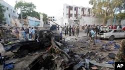 Baraguzan motar da aka kai hari da ita a Mogadishu ranar Asabar.