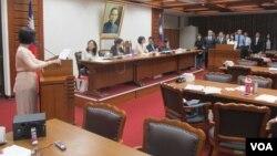 台湾立法院教育及文化委员会星期四质询的情形