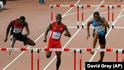 Nicholas Bett du Kenya, ici, premier à gauche participe à la finale du 400 m haies des championnats du monde à Beijing, en Chine, le 25 août 2015.