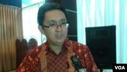 Pengamat ekonomi dari Universitas Indonesia, Berly Martawardaya menilai pemerintah selalu lambat melakukan antisipasi terkait persoalan pangan sehingga harga-harga tidak stabil. Hal tersebut disampaikannya di Jakarta, Sabtu (20/6). (VOA/Iris Gera)