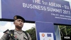 Polisi sudah siap berjaga-jaga di lokasi KTT ASEAN ke-18 yang akan berlangsung akhir pekan ini.