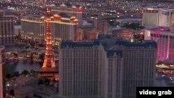 Curiosamente lo único que quedó iluminado durante el apagón fue la icónica réplica de la Torre Eiffel, frente al edificio