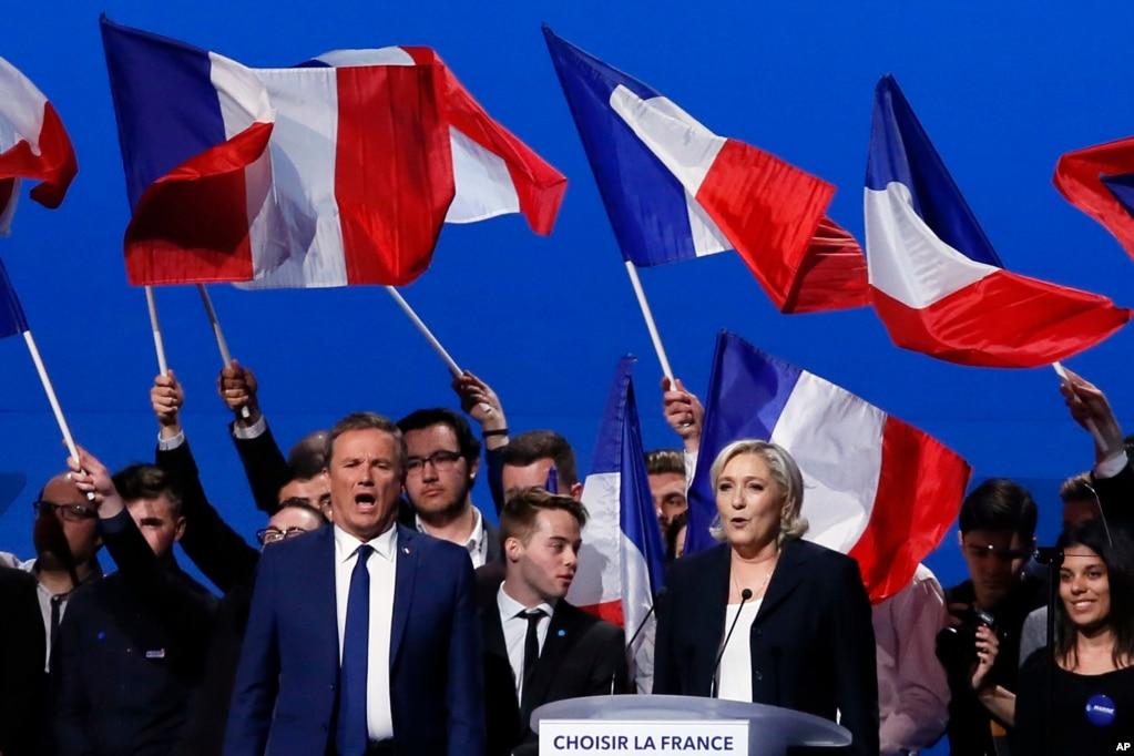 勒龐和已經出局的保守派候選人Nicolas Dupont-Aignan 開會,在會議結束時一起唱法國國歌馬賽曲(5月1日)