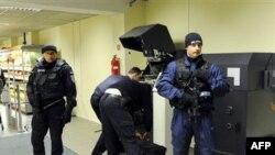 Архив: эстонские полицейские несут службу