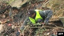 Volonteri uklanjaju otpatke iz potoka Kolvin Ran.