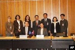 ຜູ້ແທນລາວທີ່ໄປເຈລະຈາຄັ້ງຫລ້າສຸດກັບຄະນະຜູ້ຕາງໜ້າຖາວອນປະຈໍາອົງການການຄ້າໂລກ (WTO) ຢູ່ກຸງເຈນີວາ ປະເທດ ສະວິດເຊີແລນ ໃນທ້າຍເດືອນທັນວາ, 2011 ທີ່ຜ່ານມານີ້