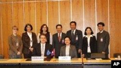 ຜູ້ແທນລາວທີ່ເຈລະຈາຄັ້ງຫລ້າສຸດກັບຄະນະຜູ້ຕາງໜ້າຖາວອນປະຈໍາ ອົງການການຄ້າໂລກ (WTO) ຢູ່ກຸງເຈນີວາ, ສະວິດເຊີແລນ ໃນທ້າຍປີ 2011