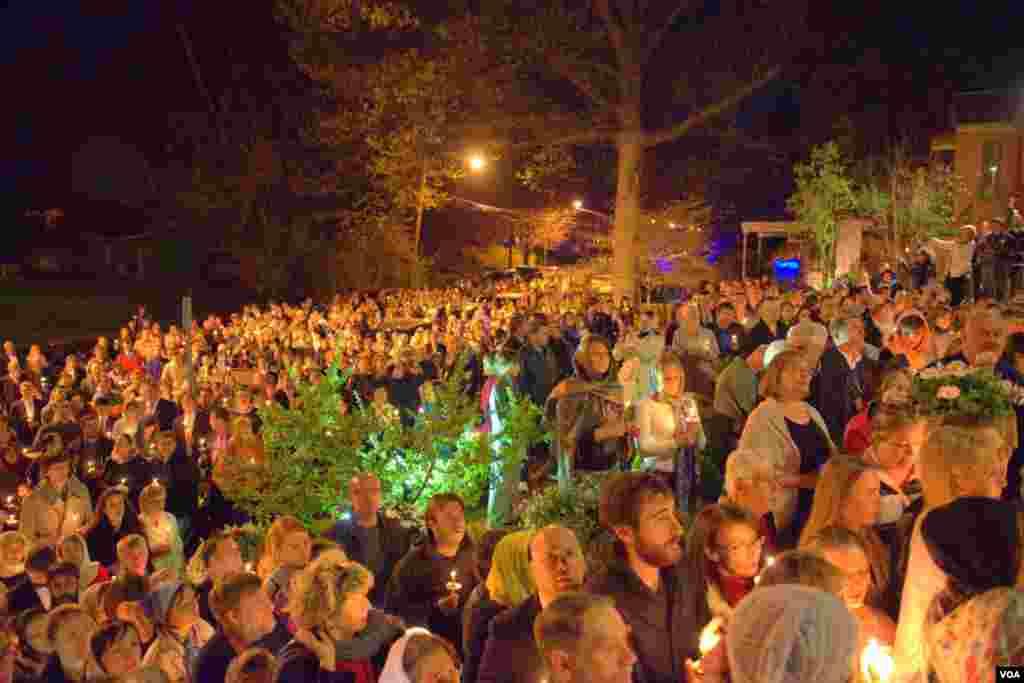 Крестный ход в Пасхальную ночь в соборе святого Иоанна Предтечи (Русская Зарубежная церковь)