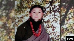 Dolkar Tso in traditional dress