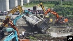 图为事发第二天的温州事故现场