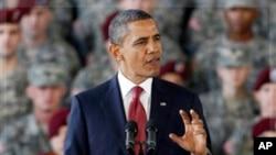 美國總統奧巴馬星期三在北卡羅萊納州布拉格堡軍事基地向部隊官兵發表講話