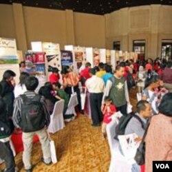 Perwakilan dari universitas-universitas AS melakukan promosi pendidikan yang disponsori Kedubes AS di Jakarta (foto: dok).
